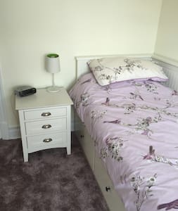 1 bed occupancy in a family home - own bedroom - Tynemouth - Casa