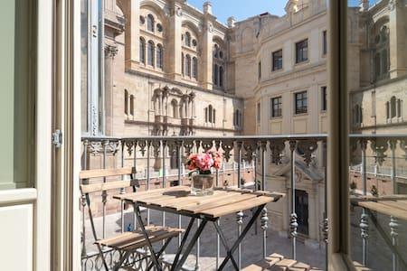 Unique Cathedral Views Studio in Malaga's hearth - Appartement
