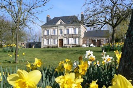 Chambre mansardée dans la campagne normande - Bed & Breakfast
