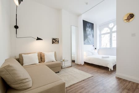 Victorian Townhouse in Old Street! - London - Apartment