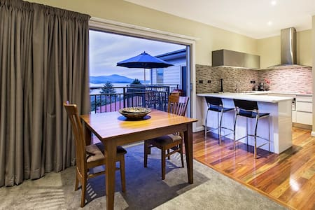 Stunning lakefront apartment. - Jindabyne - Apartment