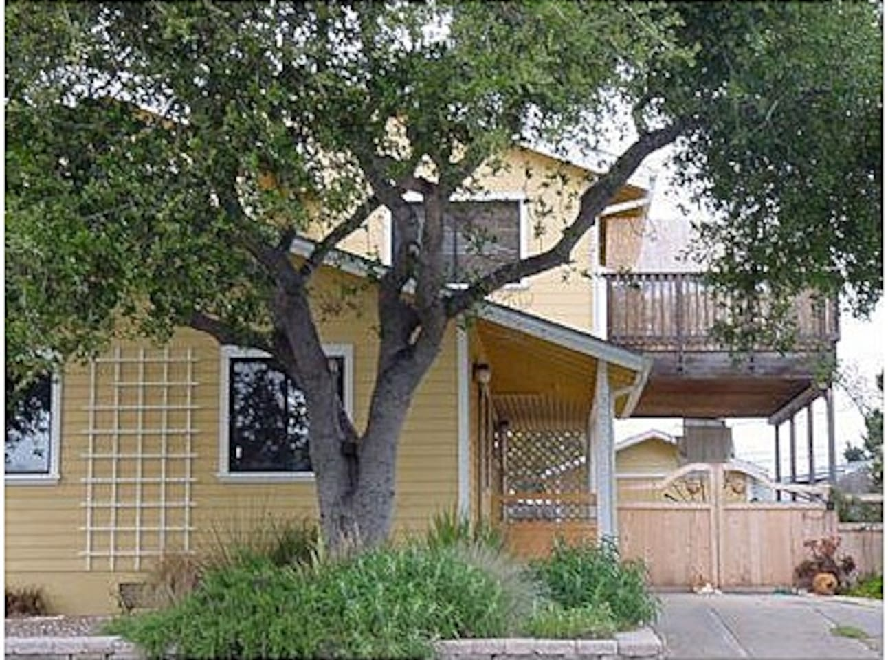 Welcome to your Monterey Bay vacation home in the sunny Seaside Hills
