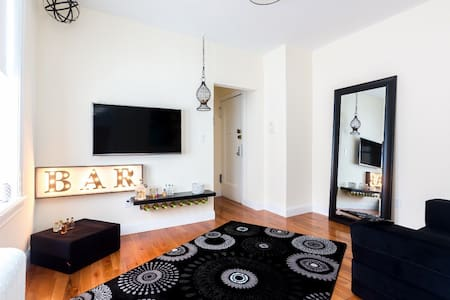 All New and cozy one bedroom apartment 10 minutes away from Central Park And Midtown Manhattan. Queen size bed and a foam sofa bed also queen size. 2 min to subway stop 10 minutes to midtown Manhattan. TV,Internet,wireless and fully equipped kitChen