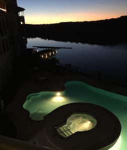 King Condo with View of Lake Travis - Lago Vista