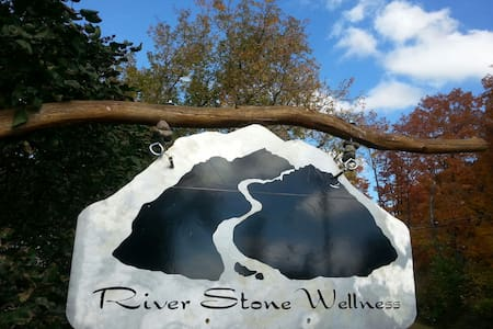 River Stone Retreat - Pis