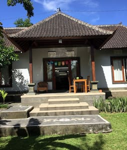 Room in spacious villa with a pool - Ubud - House