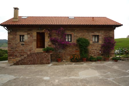 Cabaña Pasiega restaurada cerca de todo. Con WIFI. - House