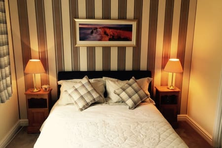 Kingsize bedroom with own en-suite - Appleton - House