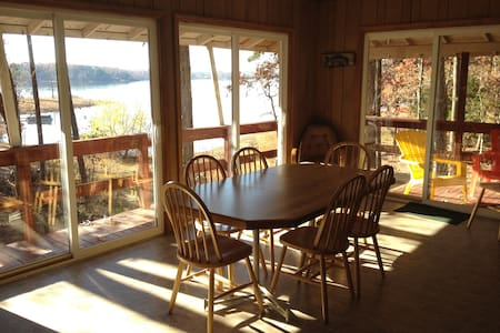 Hummingbird Haven, Kerr Lake Rental - House