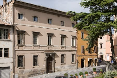 Historical building in Todi - Huoneisto