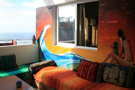 Surf & Travel Hostel - Balcony Room