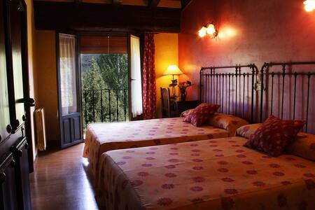B&B family, Covarrubias,near Burgos - Bed & Breakfast