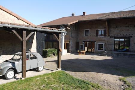 chambre 2  lits dans ancienne ferme - Dům