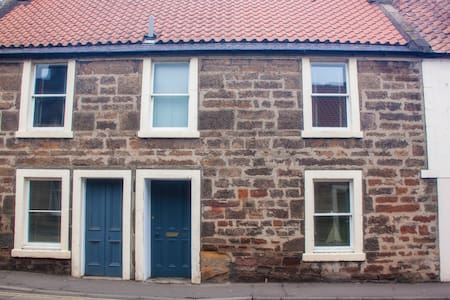 Dreel Cottage - your ideal winter getaway. Room 1 - Anstruther