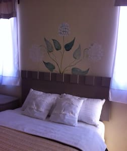 Room type: Private room Property type: House Accommodates: 2 Bedrooms: 1 Bathrooms: 3.5