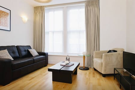 Stylish City-Centre Pad - Lontoo