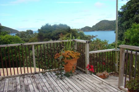 WhareAna in tranquil Whangaparapara - Appartement
