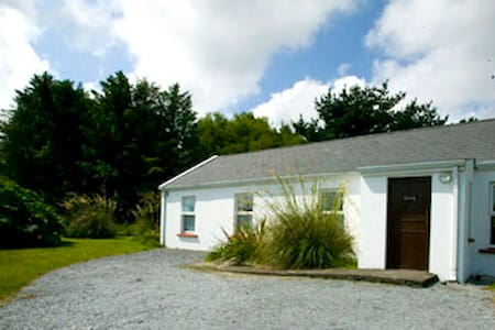 3 bed cottage, sleeps 6 - Dom