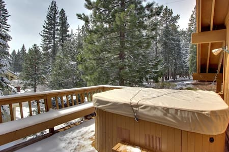 Newly Renovated Mountaintop Cabin - House
