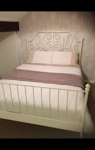 Dbl room ideal for airport & city - Stockport - Casa