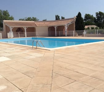 Villa 5 minutes from the sea with a shared pool - Wohnung