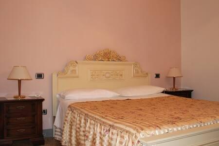 Camera doppia con piscina - Agriturismo I Chiosi - House