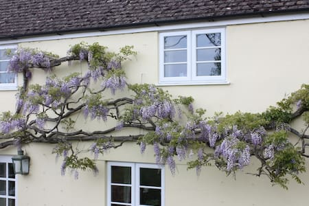 Nr Stourhead - Twin Room & bathroom - Witham Friary - Inap sarapan