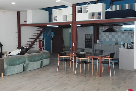 Huge Cosy Loft 5min to the Beach - Appartement