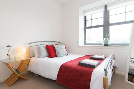 Bright and Spacious City Centre Flat - Glasgow - Apartment