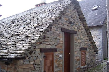 Delizioso chalet in pietra e legno! - Lomamökki