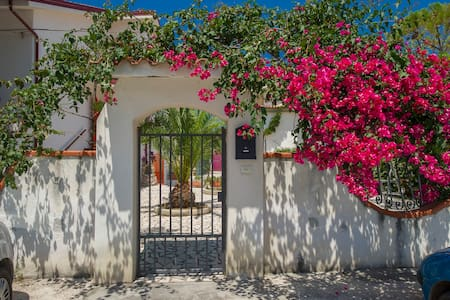 Villa sul Gargano tra mare e lago - Villa