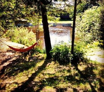 Riverside Cabin Oasis - Chatka
