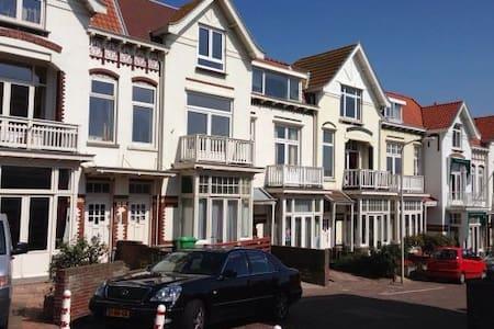 Strandhuis direct aan zee - Den Haag - Villa