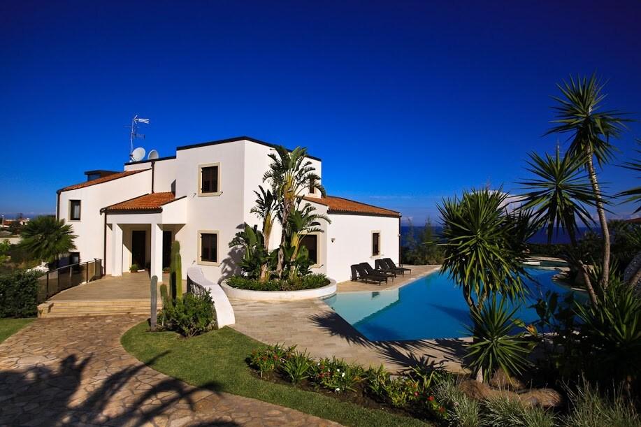 Villa a Siracusa in riva al mare in affitto