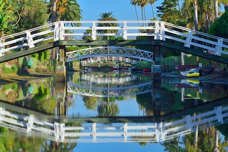 Waterfront on Venice Beach Canals - Apartmen