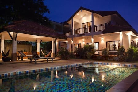 Luxury Pool Villa, by Long Beach - Vila