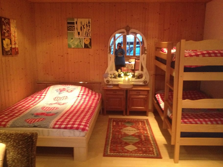 Bed and breakfast bed breakfasts for rent in krattigen for A host and hostess for the bed breakfast