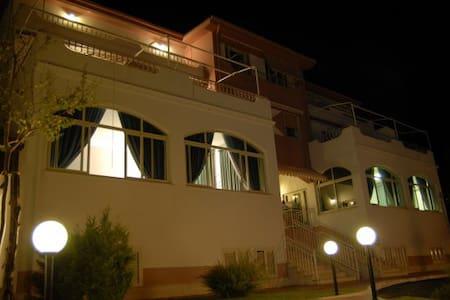 Hotel vicino al mare e alle Terme L - GUARDIA PIEMONTESE - Bed & Breakfast