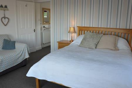 High Pine B&B, Lyme Regis - Lyme Regis - Bed & Breakfast
