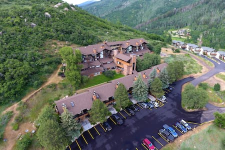 Cozy Steamboat getaway with incredible views! - Condominium