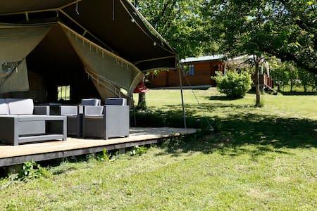 Luxe Lodgetent op park met zwembad - Zelt
