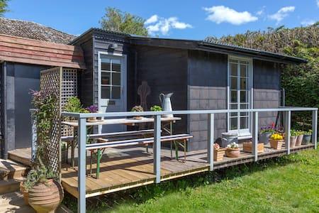 Romantic studio with verandah - House
