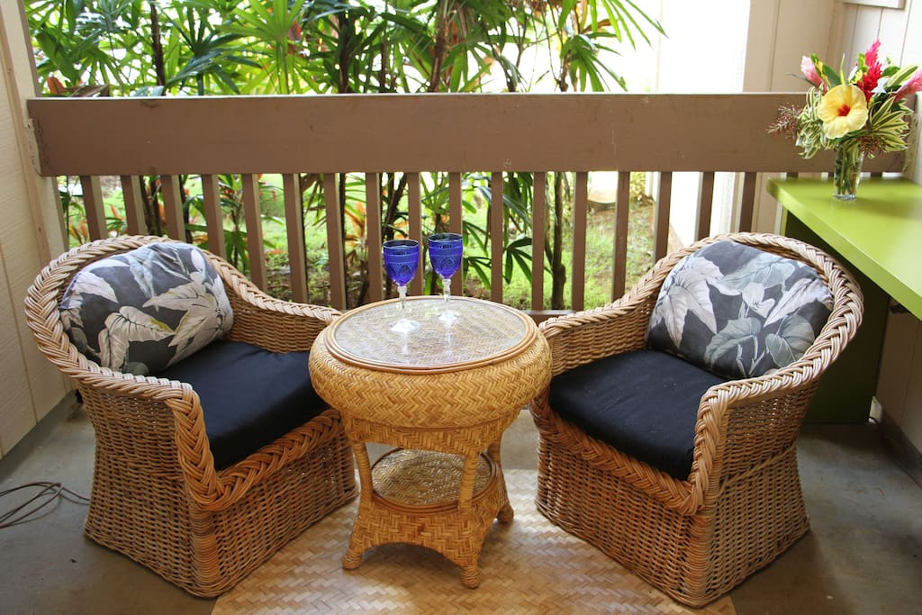Enjoy indoor/outdoor living on the lanai