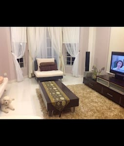 Cozy double room at Tanjung Bungah-Very near Beach - House