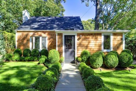 Sag Harbor Pine Neck Cottage