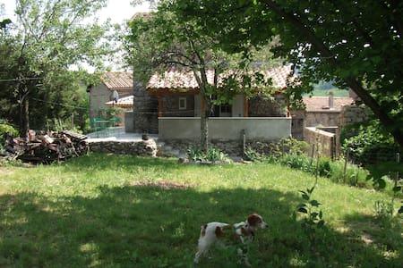 maison de village avec jardin - House