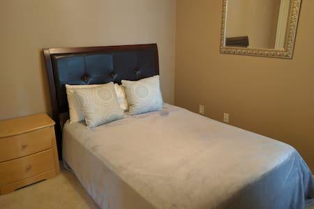 Private room near Addison - Apartment