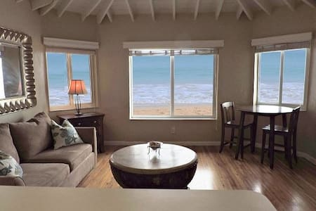 Direct Ocean Front Beach Vacation Rental - Selveierleilighet