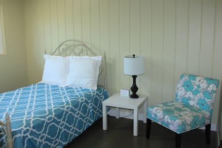 Bright Room by Beach - San Diego - Ház