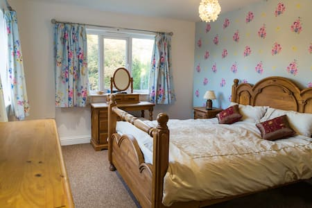 Master suite, en suite and walk-in dressing room - East Sussex - House